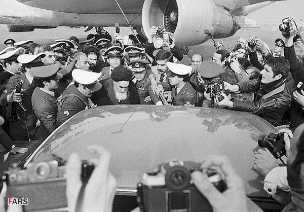Ayatollha Khomeini returnerer til Iran 1979