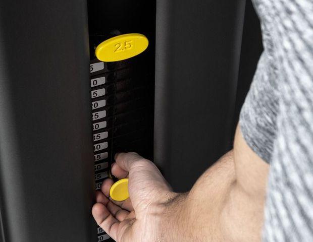 selection 700 painopakkalaitesarjan rintaprässi, helpot säädöt, miellyttävä harjoitustuntuma, tyylikäs design