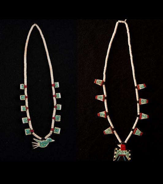 två halsband