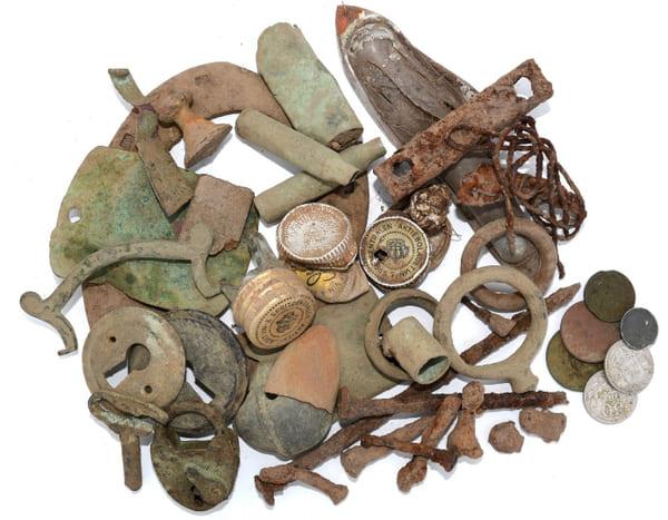 Samling av en del av fynden som påträffades